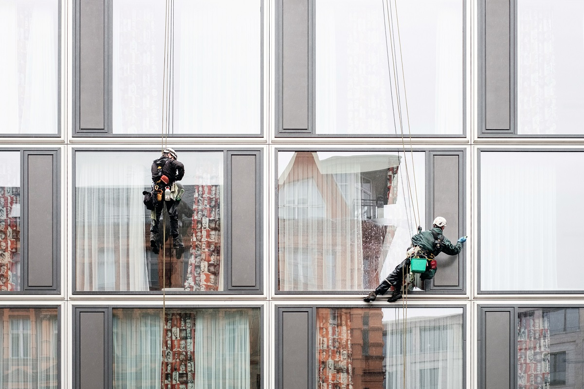 What a Window Washing Company Can Teach You About Complex B2B Sales | Blog | SalesLatitude | Janice Mars